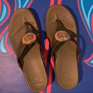 Crocs Flip Flop Thong Sandals Size 9 Wide 2in Heel